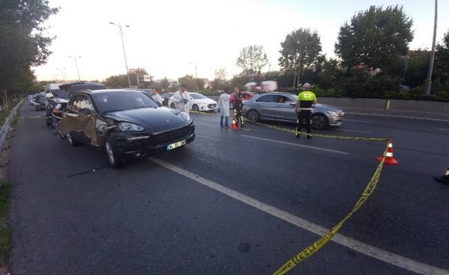 Dur ihtarına uymayan lüks otomobile polis ateş açtı: 1 yaralı