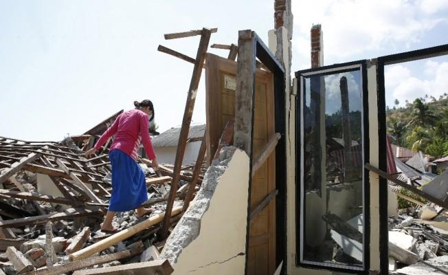 Endonezya'da depremde ölenlerin sayısı 387'ye yükseldi
