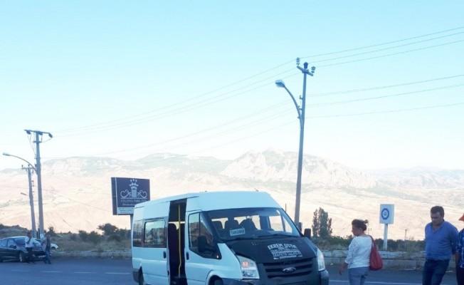 Giresun'da motosiklet ile minibüs çarpıştı: 2 yaralı