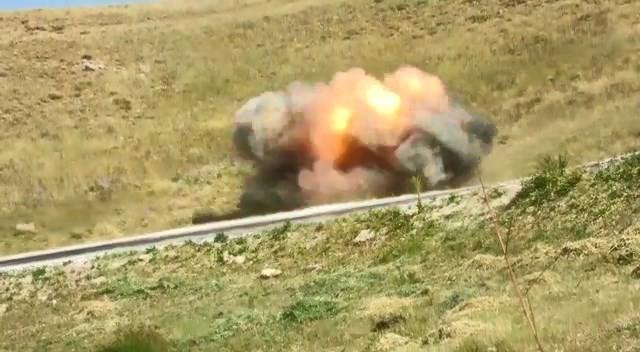 Gürpınar kırsalında yola tuzaklanmış el yapımı patlayıcı imha edildi