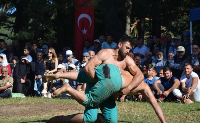 Karakucak Güreşleri 19 yıl aradan sonra yeniden yapıldı