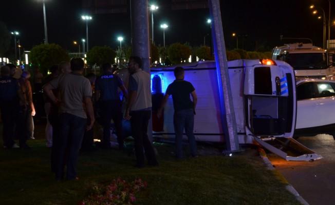 Karaman'da polis aracı ile otomobil çarpıştı: 3 yaralı