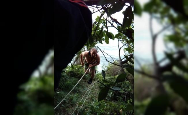 Kayalıkta mahsur kalan iki kişi kurtarıldı