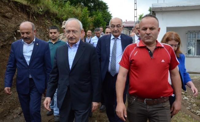 Kılıçdaroğlu'ndan heyelanda ölen vatandaşın ailesine taziye ziyareti
