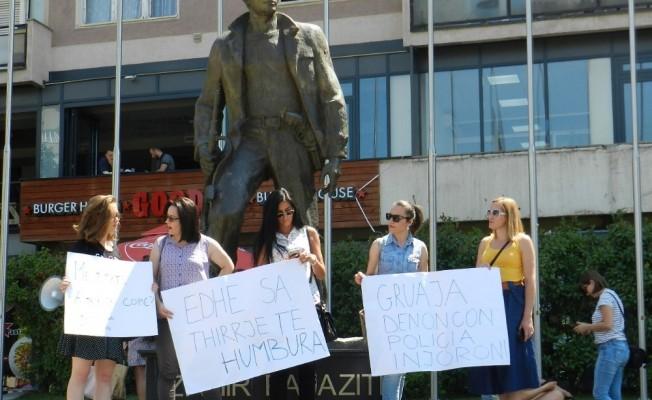 Kosova'da kadınlara uygulanan şiddet protesto edildi