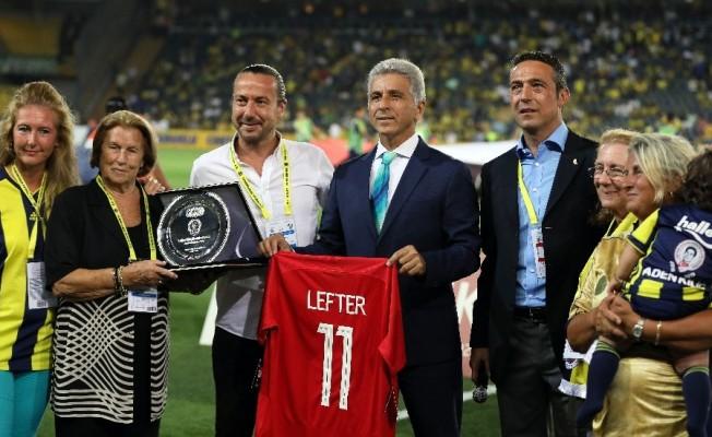 Lefter Küçükandonyadis'in ailesine plaket verildi