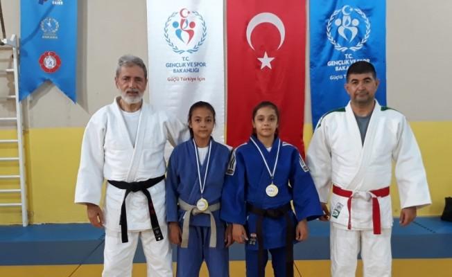 Minik judoculardan emanet kıyafetle büyük başarı
