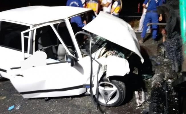 Otomobil, asfalt serme aracına çarptı: 2 ölü