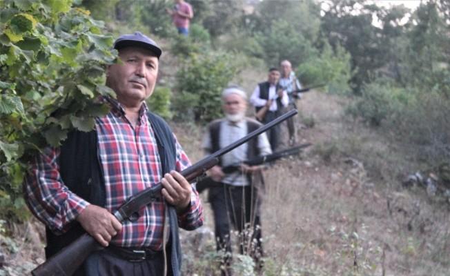 Bursa'da köylülerin silahla domuz nöbeti