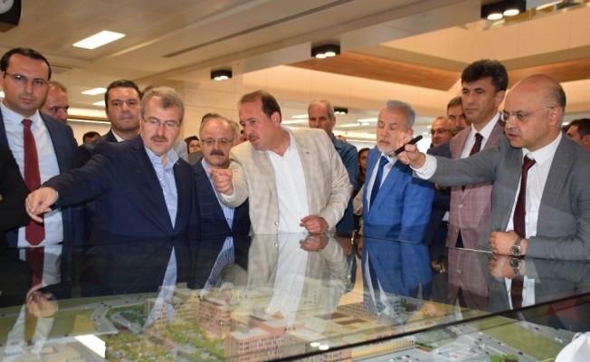 Sağlık Bakanı Yardımcısı Eldemir, Şehir Hastanesinde incelemelerde bulundu