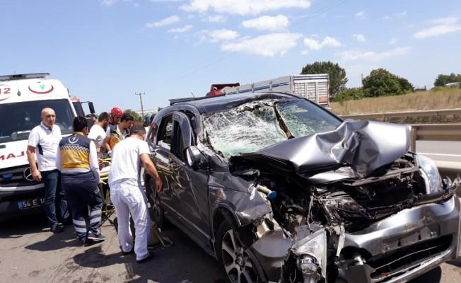 Sakarya'da trafik kazası: 2'si çocuk 3 yaralı