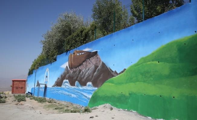 Şırnak'ın birçok noktası açık hava resim sergisine dönüştü