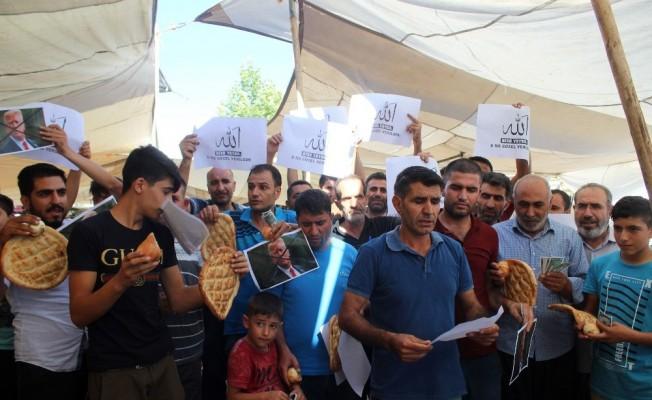 Siverek semt pazarı esnaflarından ABD'ye dolar protestosu