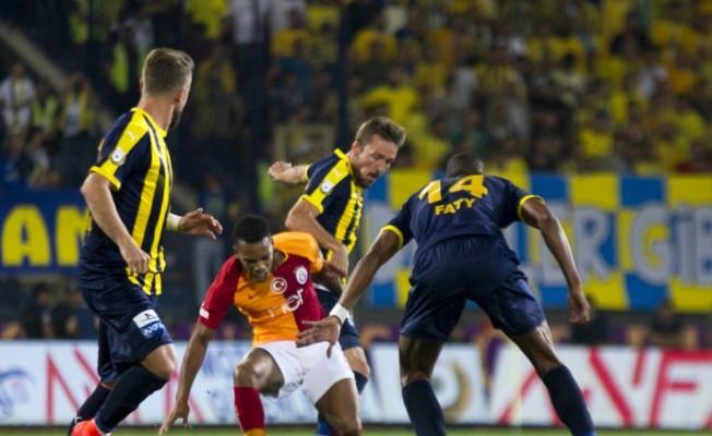 Spor Toto Süper Lig: MKE Ankaragücü: 1 - Galatasaray: 2 (İlk yarı)
