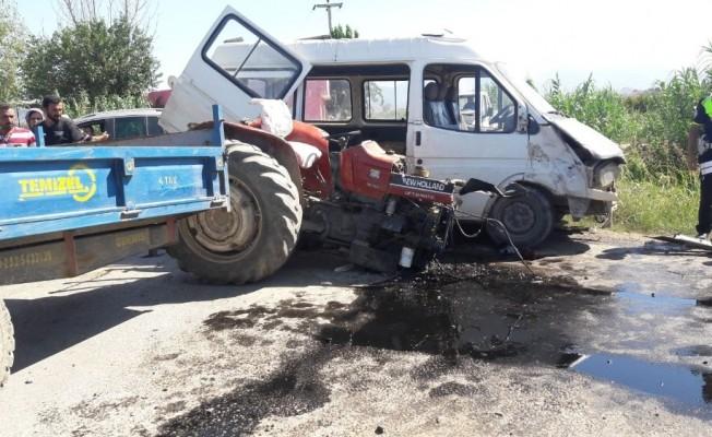 Tarım işçileri kaza yaptı: 12 yaralı