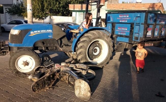 Traktör ile motosiklet çarpıştı: 2 Yaralı