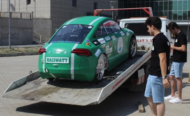 Üniversite öğrencilerinin ürettiği elektrikli otomobil Hacıwatt yolların tozunu attırıyor