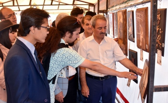 Van'da Afgan ve İranlı sanatçılar sergi açtı