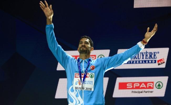 Yasmani Copello Escobar gümüş madalyasını törenle aldı