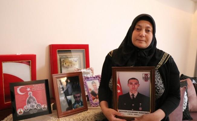 """Afrin şehidinin annesi: """"Devlet teröristleri beslemesin, idam etsin"""""""