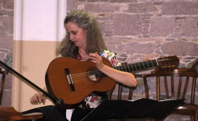AİMA'nın Viyolonsel ve Gitar masterclass konserine ilgi yoğun oldu