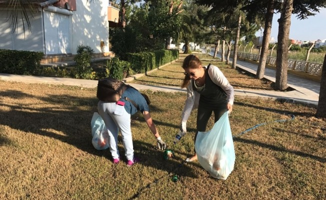 AK Parti'li kadınlardan çöp toplama etkinliği