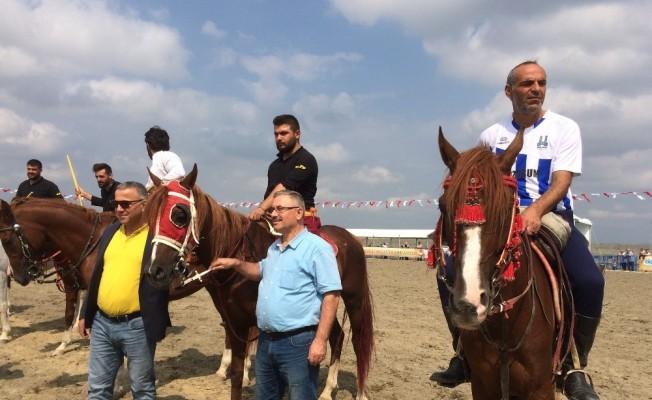 Anadolu'nun dört bir yanından gelen atlı cirit sporcuları hünerlerini sergiledi