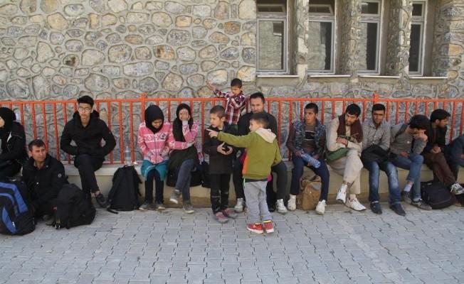 Başkale 'de 42 kaçak göçmen yakalandı