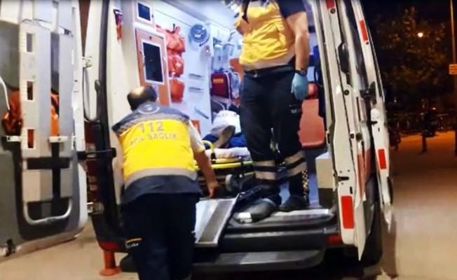 Bursa'da meyve yüklü kamyonet devrildi: 2 yaralı
