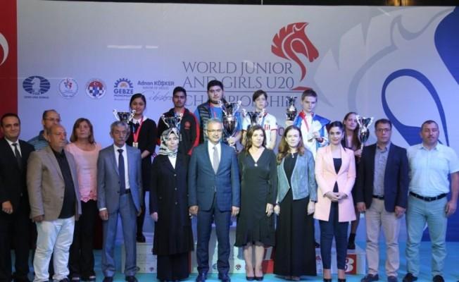 Dünya Gençler ve Genç Kızlar Satranç Şampiyonası'nda ödüller sahiplerini buldu