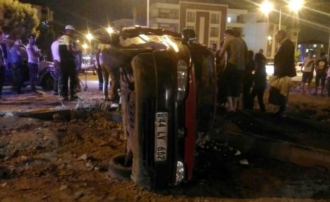Elazığ'da hafif ticari araç devrildi: 6 yaralı