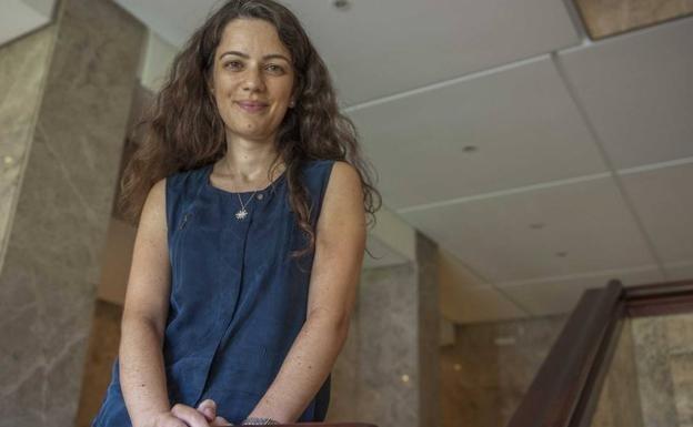 Genç Türk kadını, ALS ve Alzaymıra karşı