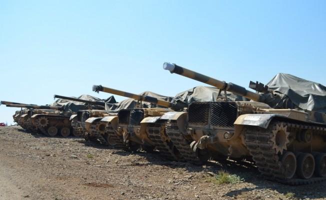 Hatay'da askeri araç sevkiyatı
