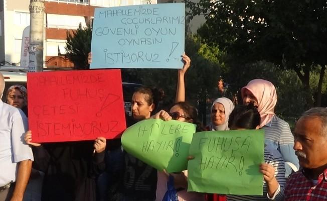 İzmir'de mahallelinin 'fuhuş' eylemi