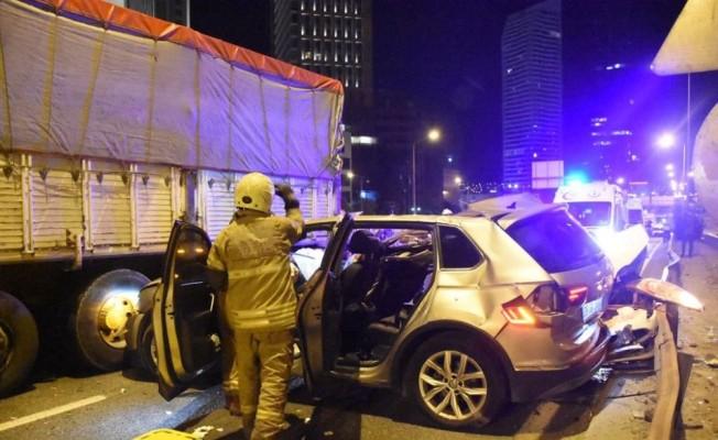 İzmir'de zincirleme kaza: 1 ölü, 4 yaralı