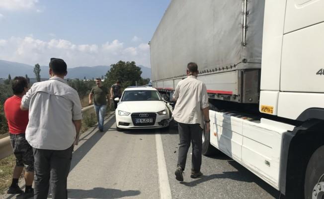 Kemal Kılıçdaroğlu'nun koruma ekibinin aracına tır çarptı