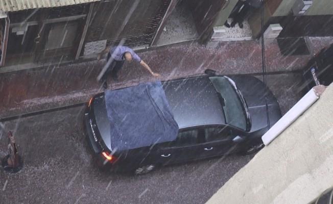 Kocaeli'de bir anda bastıran yağmur zor anlar yaşattı