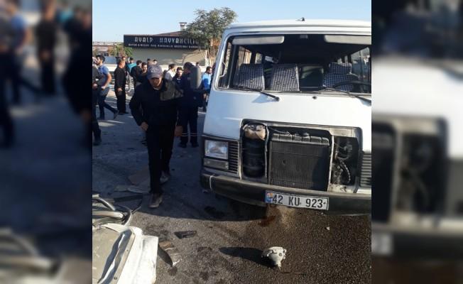Konya'da minibüsle kamyonet çarpıştı: 1 ölü, 8 yaralı