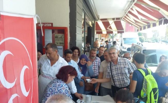 MHP Efeler İlçe Teşkilatı aşure dağıttı