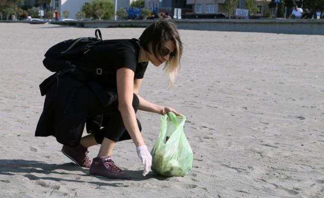 Öğretmen ve hastane çalışanları çöp topladı
