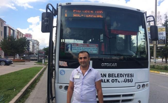 Otobüs şoförü, kendisine tepki gösteren yolcuyu hastaneye yetiştirdi