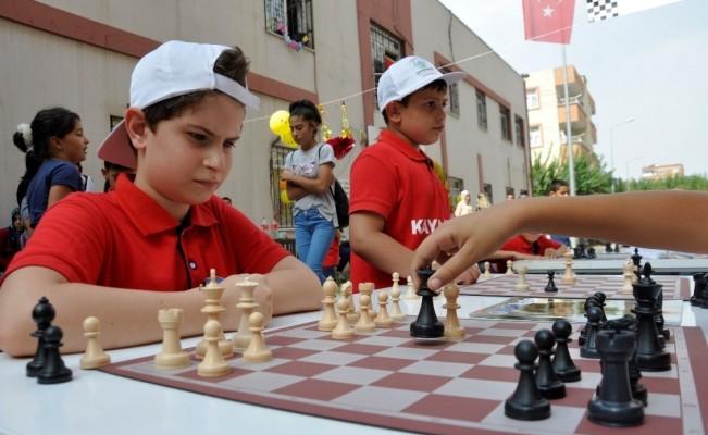 Sokak, 'satranç' için kapatıldı