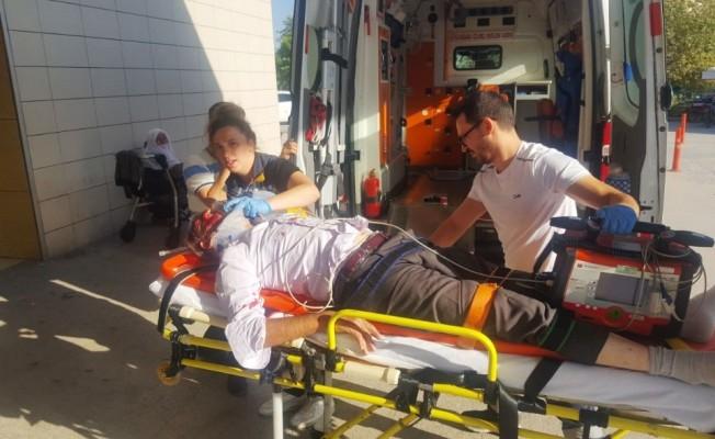 Yaşlı adam kendisine çarpan ambulansla hastaneye kaldırıldı
