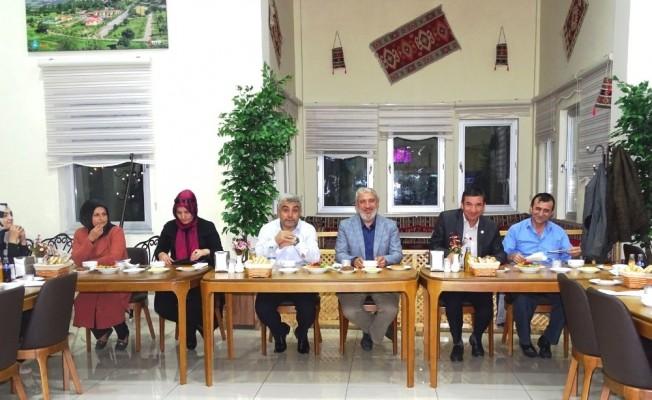 """""""AK Parti, hizmet ve eser siyasetidir"""""""