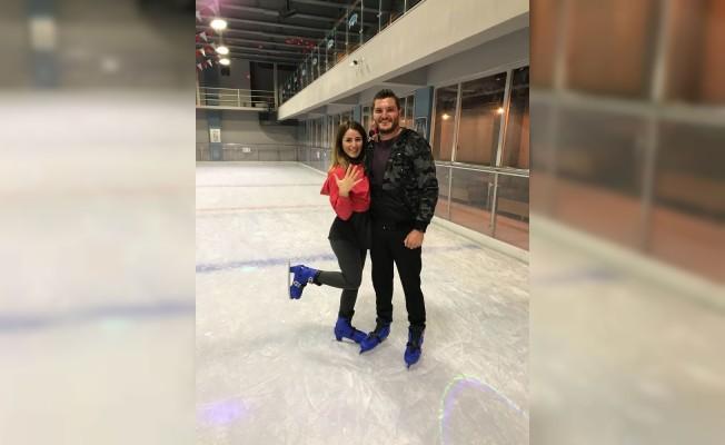 Antalya'da buz üstünde evlilik teklifi