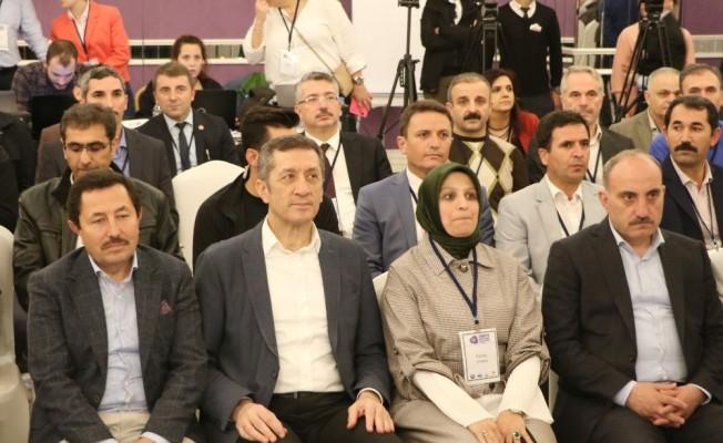 Bakan Selçuk konferansa katıldı