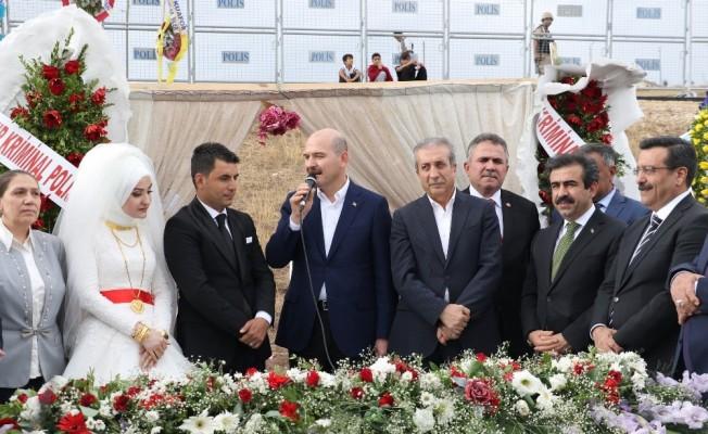 Bakan Soylu, Diyarbakır'da düğüne katıldı