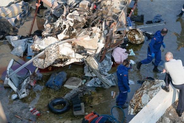 İzmir'de akılalmaz kaza! ölü ve yaralılar var