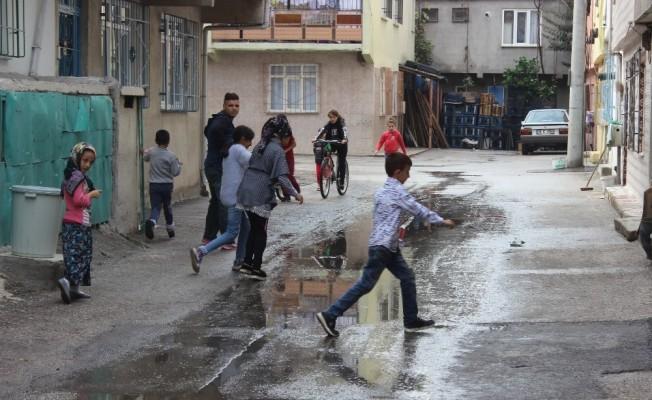 Bursa'da sokağı kanalizasyon suyu bastı