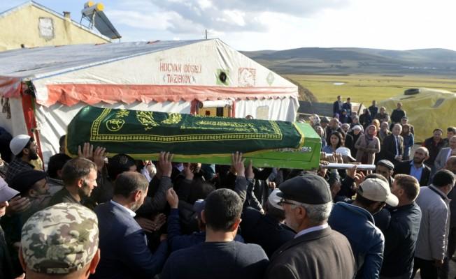 Üzerine dolap düştüğü için ölen küçük Zerin son yolculuğuna uğurlandı